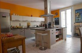 Cheap houses for sale in Pyrenees-Orientales. Villa – Pyrenees-Orientales, France