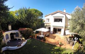 3 bedroom houses for sale in Le Cannet. Spacious villa with three bedrooms, in a prestigious area, Le Cannet, France