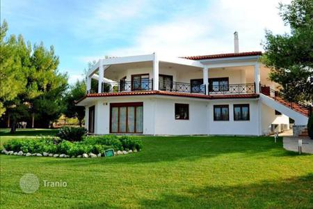 Luxury houses with pools for sale in Peloponnese. 2-storey villa in Loutraki