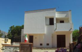 Villa on two floors, with two separate apartments in San Vito Lo Capo, Trapani for 640,000 €