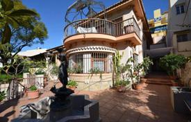 Houses for sale in Andalusia. Residence of prenium class with private garden and fountain in courtyard, Malaga, Spain