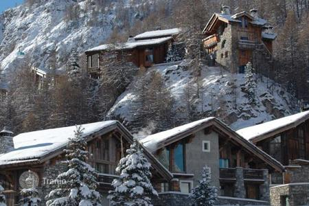 Chalets for rent in Val d'Isere. Chalet – Val d'Isere, Auvergne-Rhône-Alpes, France