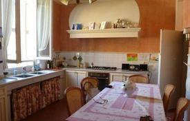 3 bedroom apartments for sale in Florence. Apartment – Florence, Tuscany, Italy