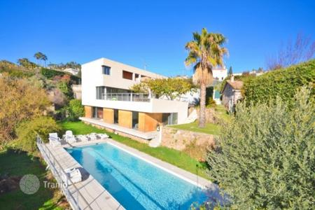 Coastal houses for sale in Vallauris. Villa – Vallauris, Côte d'Azur (French Riviera), France