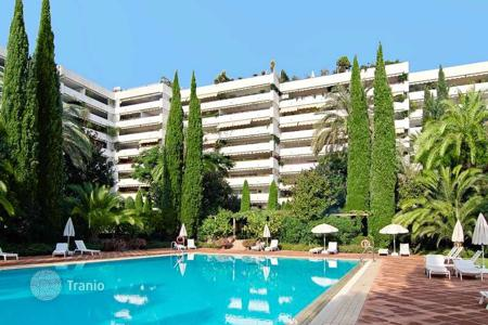 5 bedroom apartments for sale in Costa del Sol. Huge apartment in unbeatable location