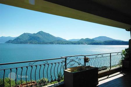 Apartments for sale in Stresa. Spacious penthouse in Stresa with sunbathing terrace and Maggiore lake view is for sale