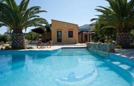 Villas and houses by the sea for rent with swimming pools in Sicily. Villa – Castellammare del Golfo, Sicily, Italy