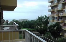 Cheap residential for sale in Benalmadena. An apartment is located in a gated residential complex in Benalmadena Costa near the Park of La Paloma