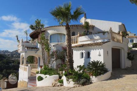 4 bedroom houses by the sea for sale in Moraira. Villa of 4 bedrooms in Moraira