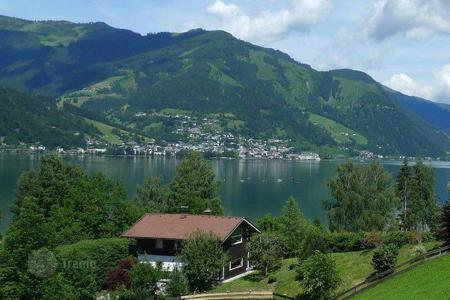 5 bedroom houses for sale in Austria. Five-bedroom chalet near the lake for renting or living, Zell am See,
