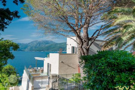 Luxury 4 bedroom houses for sale in Montenegro. Villa - Montenegro