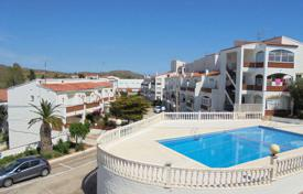 Townhouses for sale in Roses. Townhouse with a garage in a residential complex with a pool, Puig Rom area, Rosеs, Spain