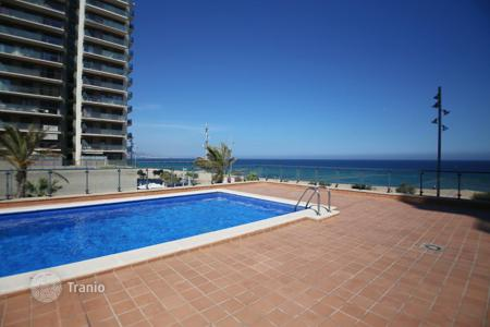Coastal property for sale in Badalona. Beautiful apartment in 1st sea line with fantastic sea views, next to all amenities