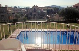 Property for sale in Tiana. Duplex for sale in center Tiana, one of the nearest province of Barcelona. There are community area with swimming pool with playground.
