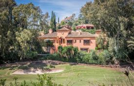 Property for sale in Costa del Sol. Charming Frontline Golf Villa in El Herrojo Alto, La Quinta, Benahavis