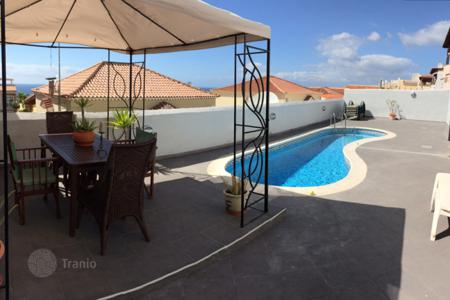 4 bedroom houses for sale in Canary Islands. Modern villa with a large terrace, swimming pool and ocean views in Callao Salvaje, Tenerife