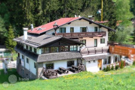 Investment projects for sale in Europe. Hotel with restaurant near the lift in the popular ski resort in the Austrian Alps