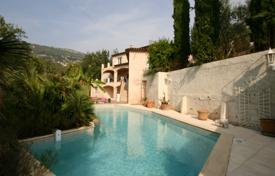 4 bedroom houses for sale in Côte d'Azur (French Riviera). Lovely Provencal home with pool