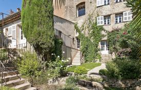 3 bedroom houses for sale in Mougins. Mougins — In the heart of the village