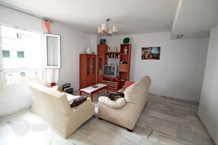 Cheap residential for sale in Benalmadena. This apartment is located in Benalmadena Costa just steps from the beautiful beach