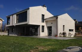 Coastal property for sale in Northern Spain. Modern look 4 bedroom villa, with outstanding quality, location, and conveniences at the Cantabrian coast, North Spain