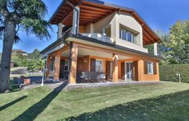 Residential for sale in Moniga del Garda. Villa just 200 meters from the harbor