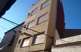 Property for sale in Lloret de Mar. Building with 3 apartments and commercial premises