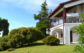 3 bedroom houses for sale in Piedmont. Bright villa with a terrace and lake views, near the city center, Massino Visconti, Piedmont, Italy