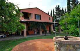 6 bedroom houses for sale in Province of Grosseto. Well-groomed rustic villa in Cinigiano, Tuscany, Italy
