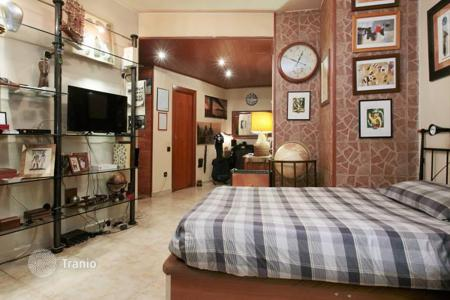 Cheap 1 bedroom apartments for sale in Barcelona. Furnished studio with patio, Barcelona, Spain