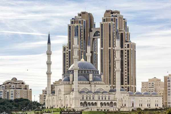 The Mimar Sinan Mosque, opened in 2012, is located in Ataşehir